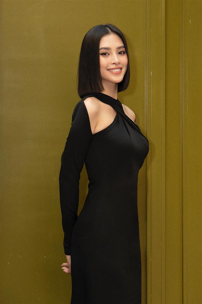 Diện cùng kiểu váy khoét sâu, Hoa hậu Tiểu Vy được khen ăn đứt Hải Tú-2