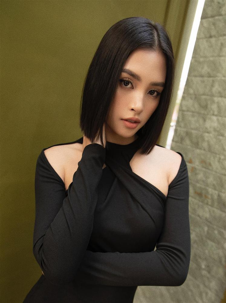 Diện cùng kiểu váy khoét sâu, Hoa hậu Tiểu Vy được khen ăn đứt Hải Tú-3