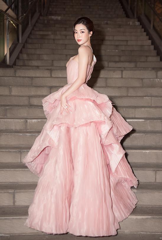 SAO MẶC ĐẸP: Thủy Tiên - Đỗ Mỹ Linh hóa nàng thơ với váy áo tông hồng pastel-5
