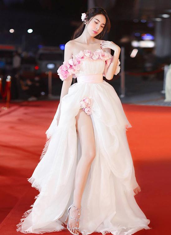 SAO MẶC ĐẸP: Thủy Tiên - Đỗ Mỹ Linh hóa nàng thơ với váy áo tông hồng pastel-6