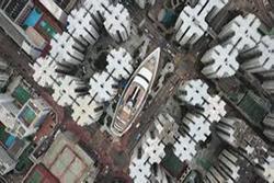 Video: Toàn cảnh du thuyền khổng lồ giữa phố Hồng Kông