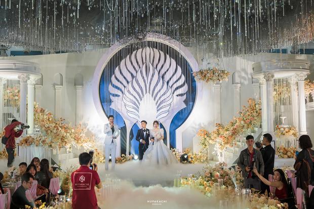 Đám cưới cổ tích ở Bắc Ninh: Riêng tiền thiết kế 30 tỷ, 300 xế xịn đỗ kín đường-10