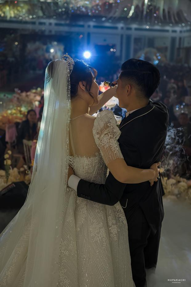 Đám cưới cổ tích ở Bắc Ninh: Riêng tiền thiết kế 30 tỷ, 300 xế xịn đỗ kín đường-12