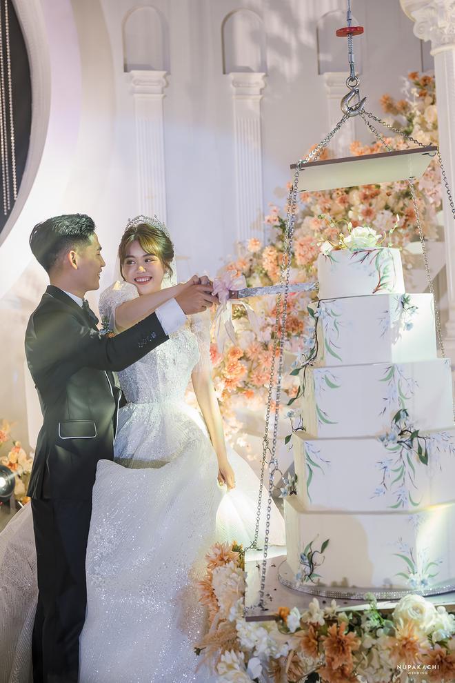 Đám cưới cổ tích ở Bắc Ninh: Riêng tiền thiết kế 30 tỷ, 300 xế xịn đỗ kín đường-1