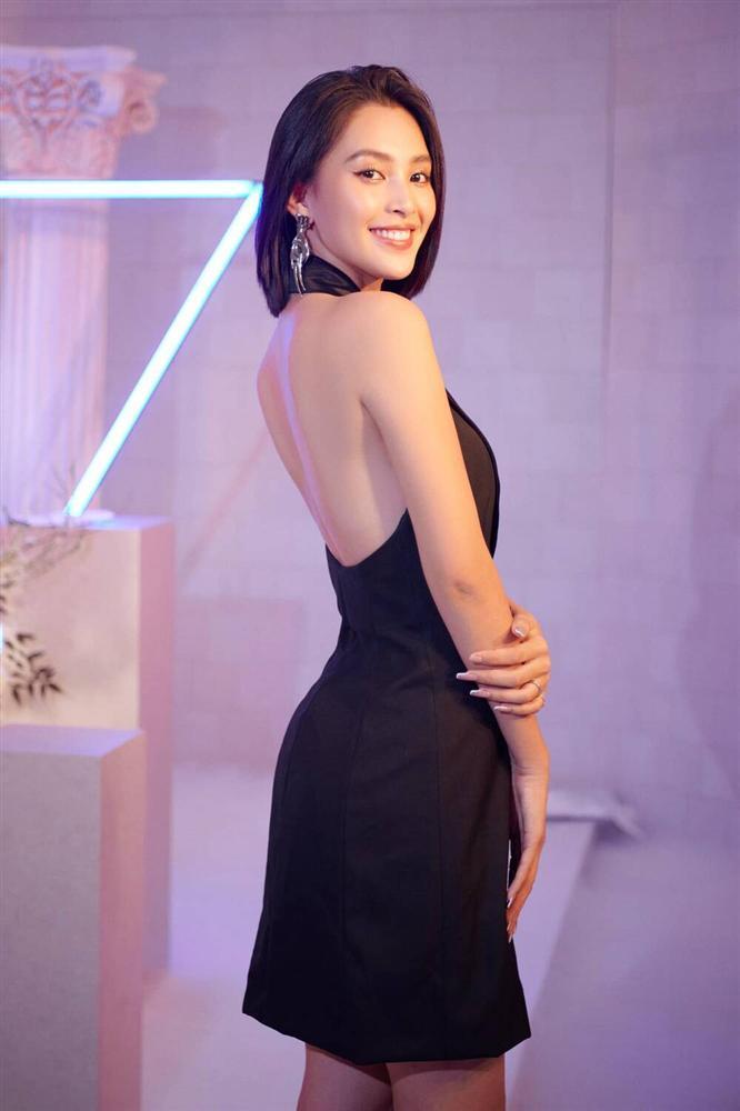Hoa hậu Tiểu Vy diện áo tắm bé xíu, khoe khéo body chuẩn từng cm-9