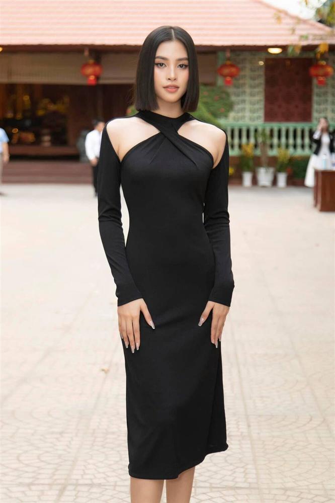 Hoa hậu Tiểu Vy diện áo tắm bé xíu, khoe khéo body chuẩn từng cm-12