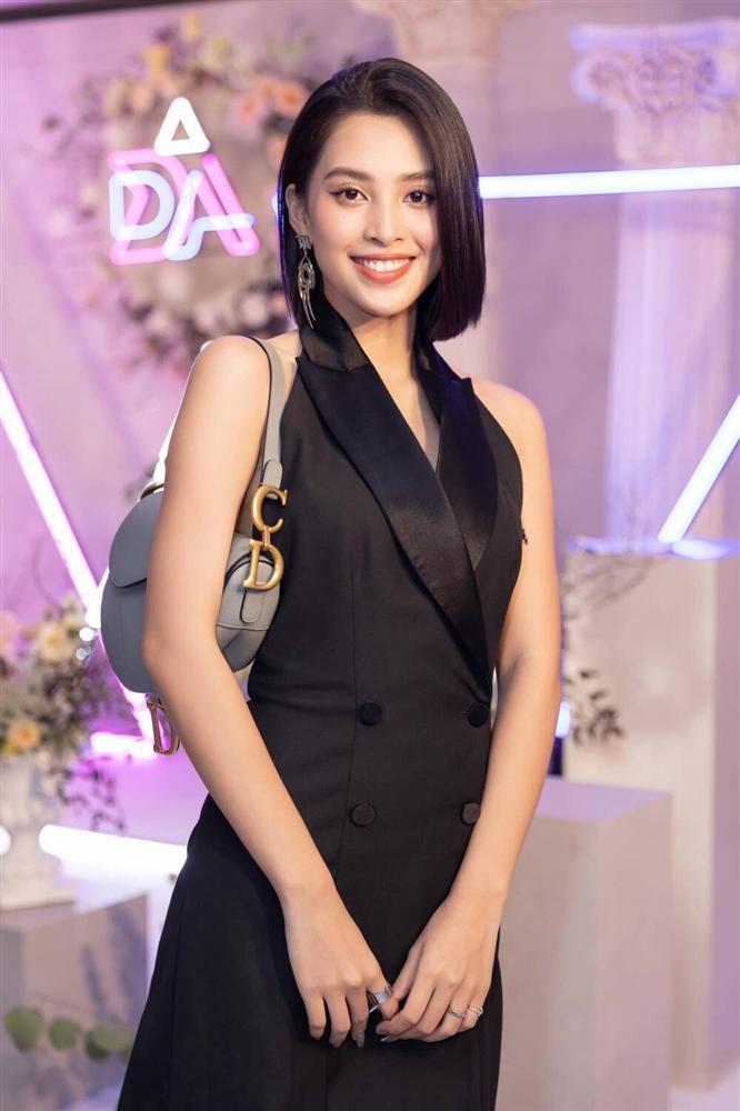 Hoa hậu Tiểu Vy diện áo tắm bé xíu, khoe khéo body chuẩn từng cm-10