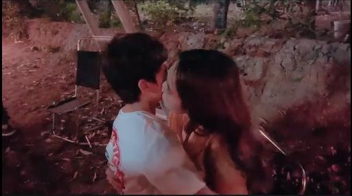 Ngọc Trinh tiếp tục hôn bé trai 8 tuổi, khéo léo hơn để tránh gạch đá-2