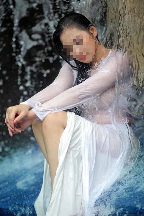 Nữ sinh khoe ảnh gợi cảm khi diện áo dài, zoom cận cơ thể còn choáng hơn-8