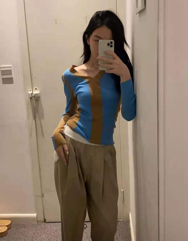 Con gái Vương Phi - Lý Á Bằng chăm khoe dáng-1