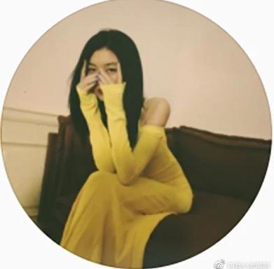 Con gái Vương Phi - Lý Á Bằng chăm khoe dáng-3