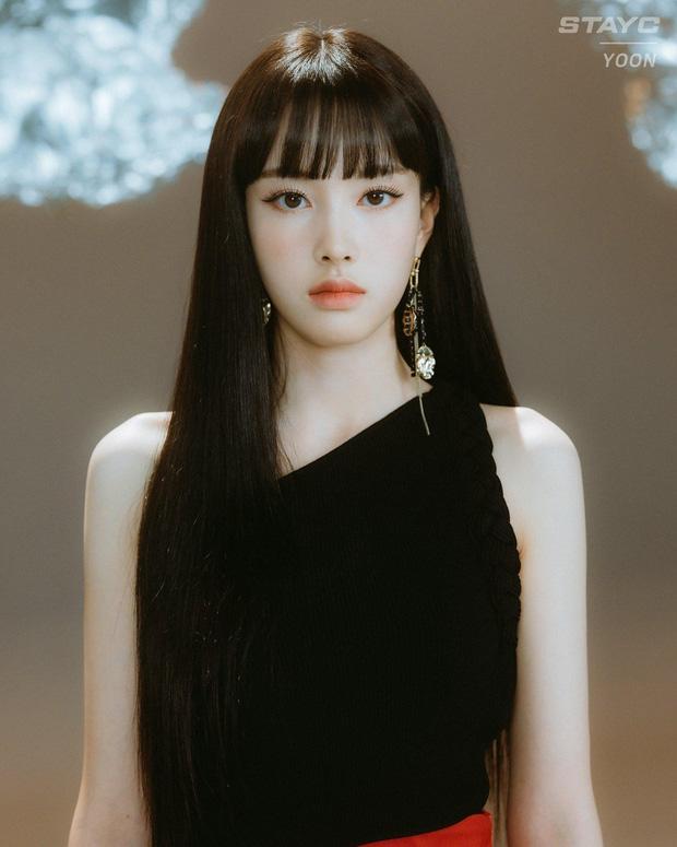Ảnh thẻ của tân binh để tóc mái đẹp nhất Kpop chỉ sau Lisa (BLACKPINK)-2