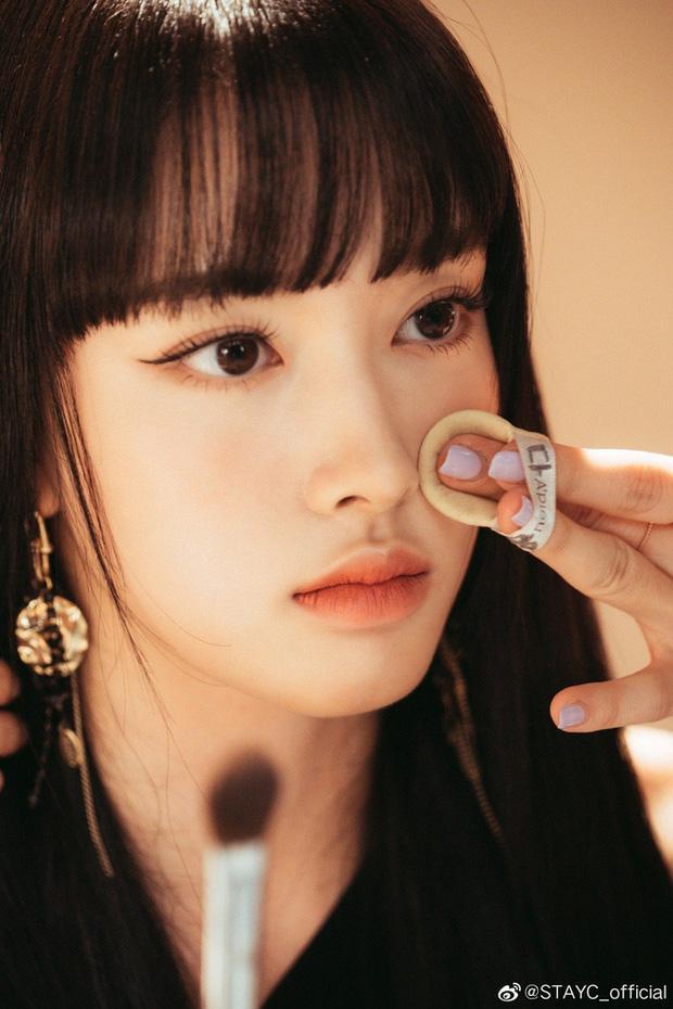 Ảnh thẻ của tân binh để tóc mái đẹp nhất Kpop chỉ sau Lisa (BLACKPINK)-5