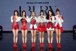 Nhóm nhạc Hàn Quốc bị chỉ trích vì không mặc hanbok