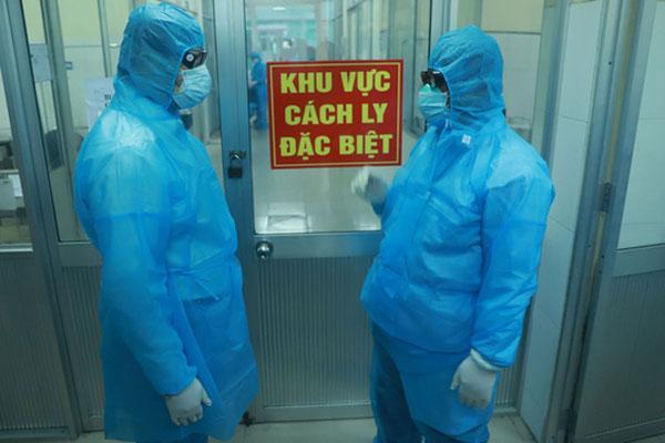 Nhân viên an ninh sân bay Vân Đồn nhiễm Covid-19, học sinh TP Hạ Long nghỉ học-3