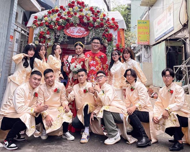 Những cô dâu diện giày sneakers, quần ngắn trong ngày cưới-1
