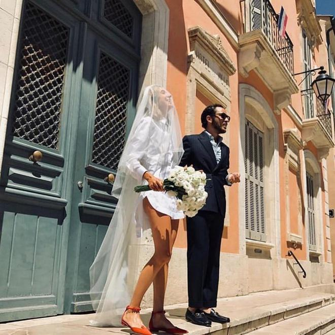 Những cô dâu diện giày sneakers, quần ngắn trong ngày cưới-4