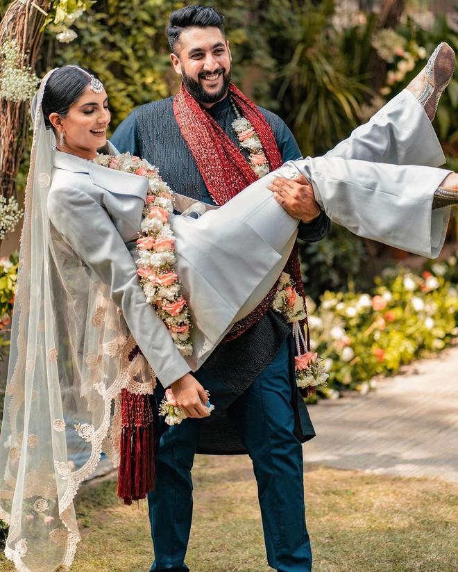 Những cô dâu diện giày sneakers, quần ngắn trong ngày cưới-5