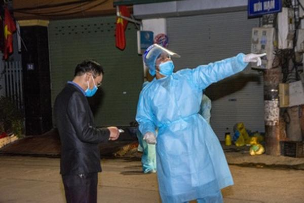 Trước khi phát hiện mắc Covid-19, nữ công nhân ở Hải Dương đi khám, đi chợ, đi ăn cỗ...-1