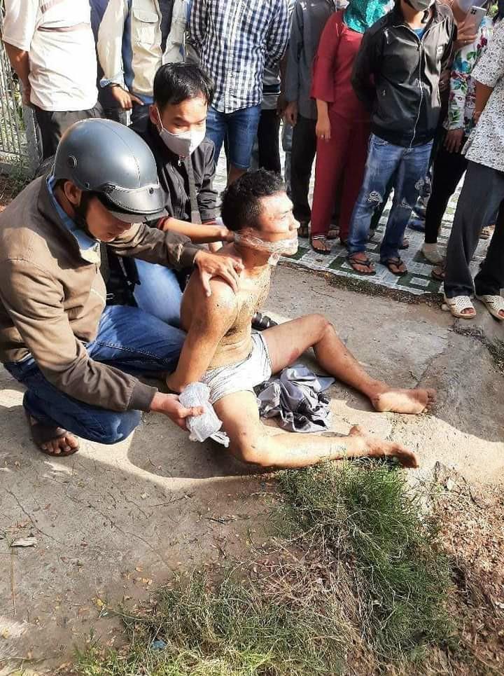 Clip: Khống chế kẻ ngáo đá chém 2 cán bộ công an ở Tiền Giang-1
