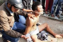 Clip: Khống chế kẻ ngáo đá chém 2 cán bộ công an ở Tiền Giang