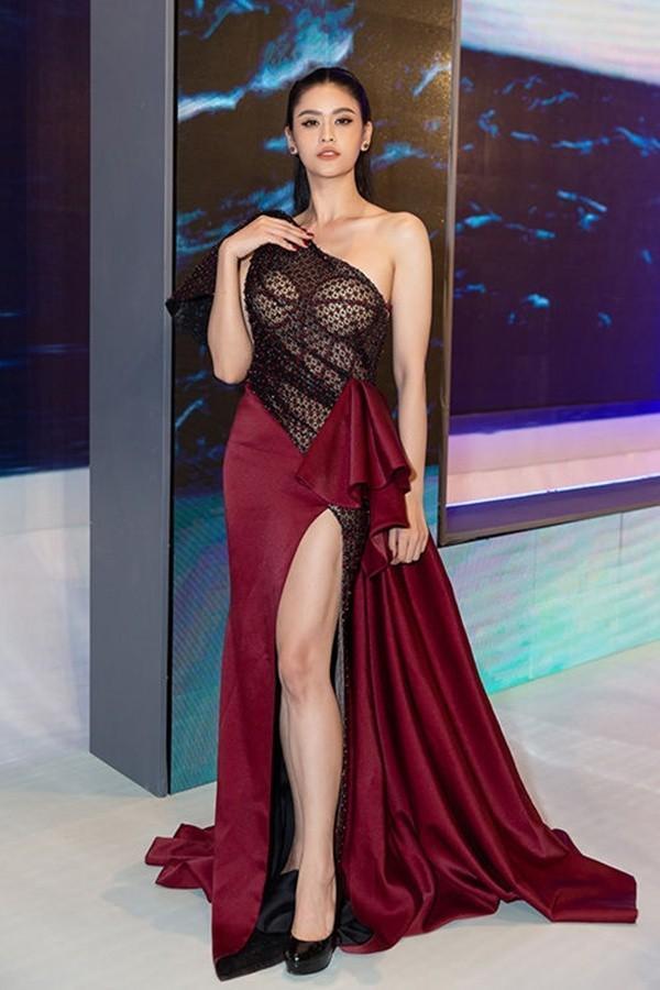 Những trang phục lộ nội y kém sang khiến sao Việt muối mặt-13