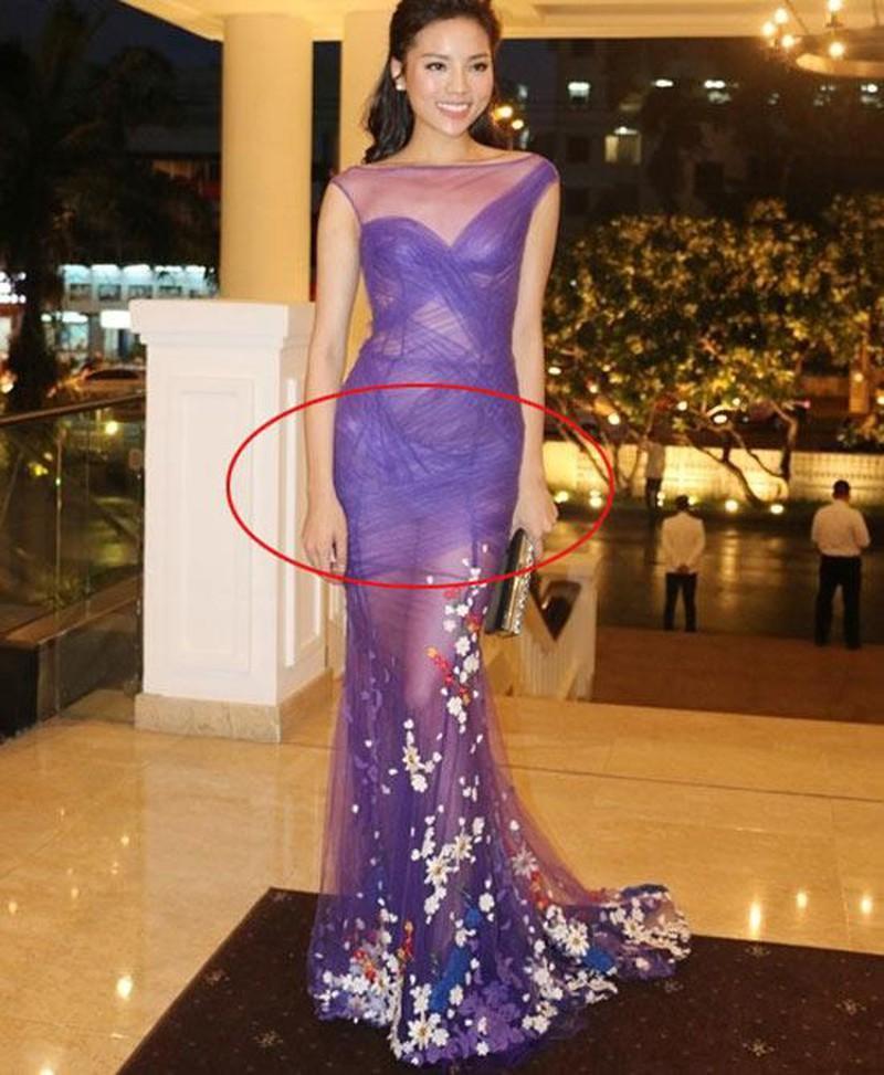 Những trang phục lộ nội y kém sang khiến sao Việt muối mặt-8