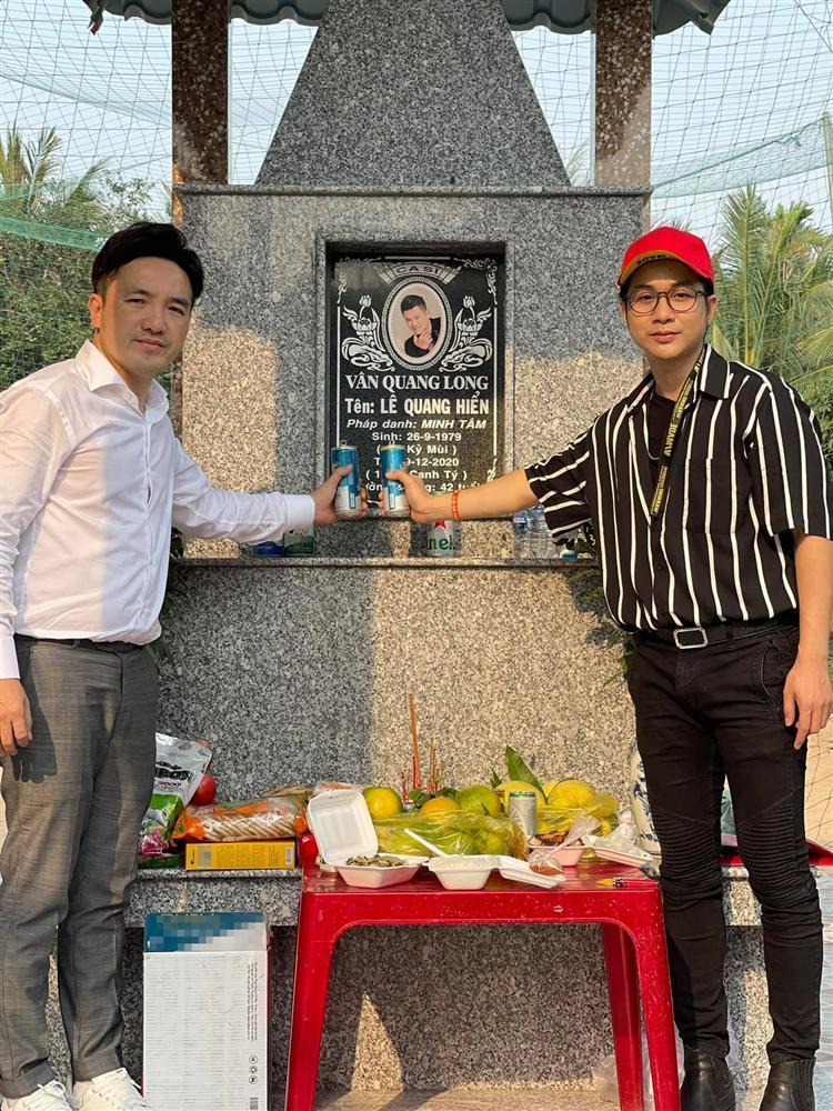 Hội bạn showbiz về Đồng Tháp viếng Vân Quang Long-1