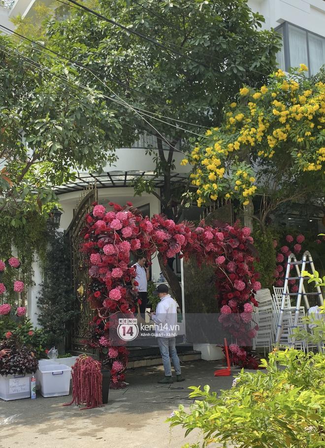 Biệt thự nhà Phan Thành phủ kín hoa tươi trước siêu đám cưới-7