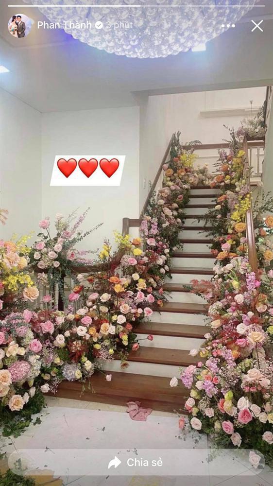 Biệt thự nhà Phan Thành phủ kín hoa tươi trước siêu đám cưới-3
