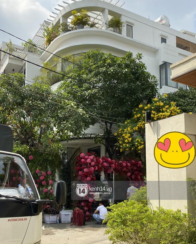 Biệt thự nhà Phan Thành phủ kín hoa tươi trước siêu đám cưới-8
