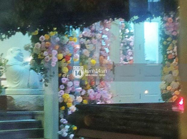 Biệt thự nhà Phan Thành phủ kín hoa tươi trước siêu đám cưới-5