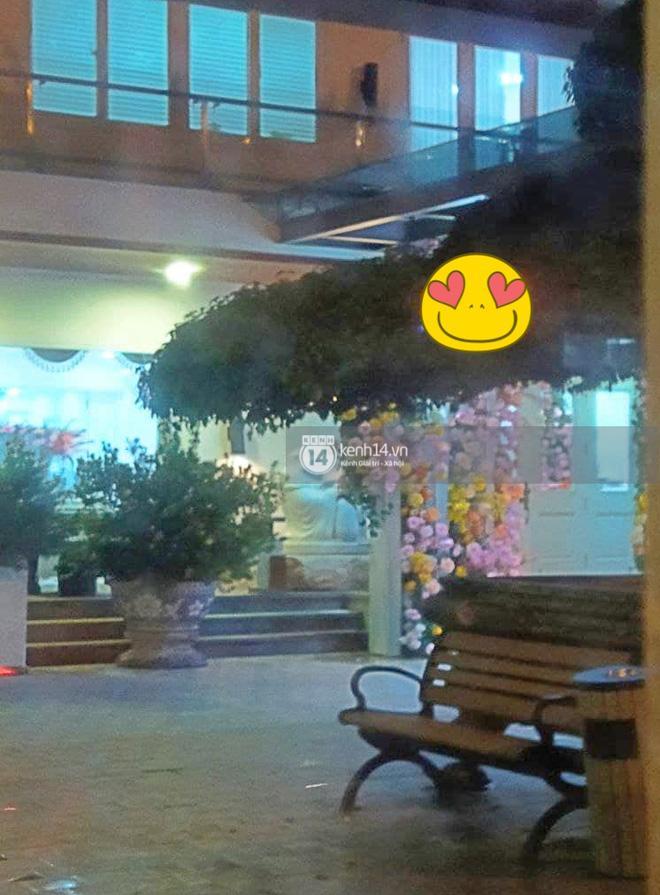 Biệt thự nhà Phan Thành phủ kín hoa tươi trước siêu đám cưới-6
