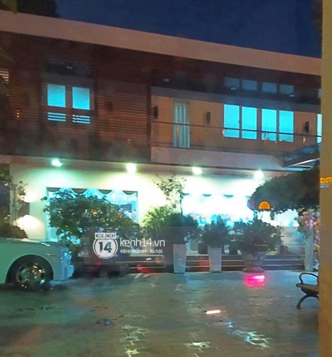 Biệt thự nhà Phan Thành phủ kín hoa tươi trước siêu đám cưới-4