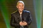 Binz 'vượt' Jack và Sơn Tùng M-TP đại thắng 5 giải thưởng Làn Sóng Xanh 2020