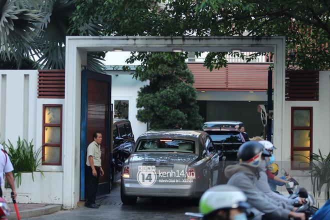 Phan Thành dùng siêu xe 34 tỷ trong lễ rước dâu sáng nay-3