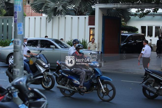 Phan Thành dùng siêu xe 34 tỷ trong lễ rước dâu sáng nay-4
