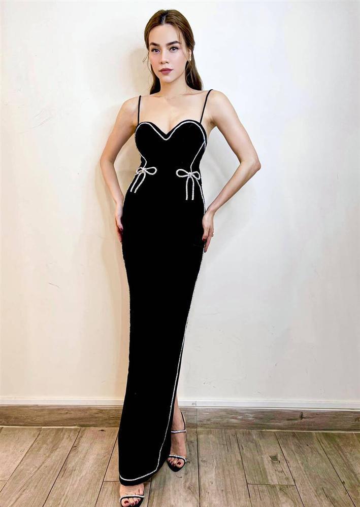 Hồ Ngọc Hà trễ nải vòng 1 nóng bỏng siêu cấp với váy hai dây nhung đen-5