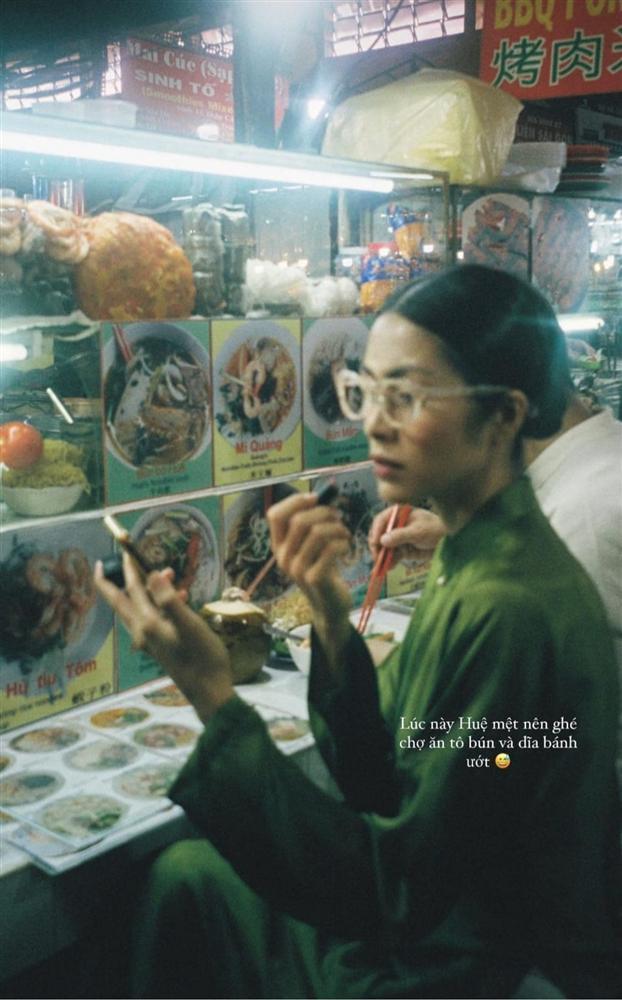 Tăng Thanh Hà đeo kính mắt mèo - mặc áo dài lạc quẻ-5