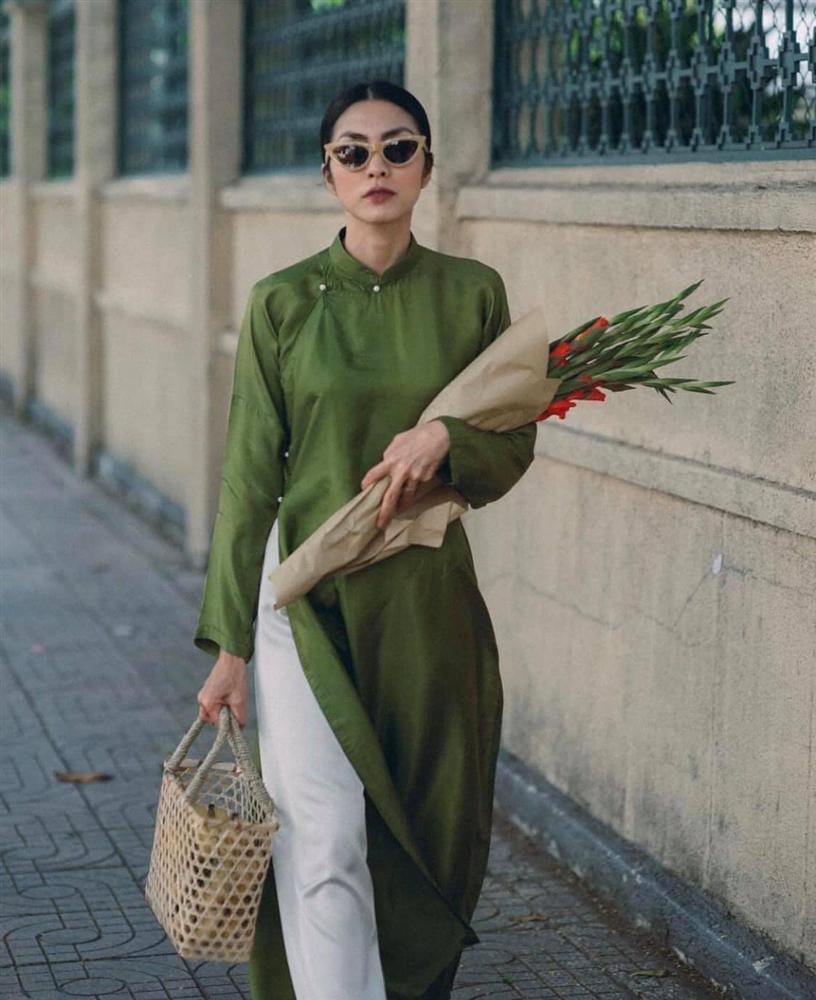 Tăng Thanh Hà đeo kính mắt mèo - mặc áo dài lạc quẻ-4