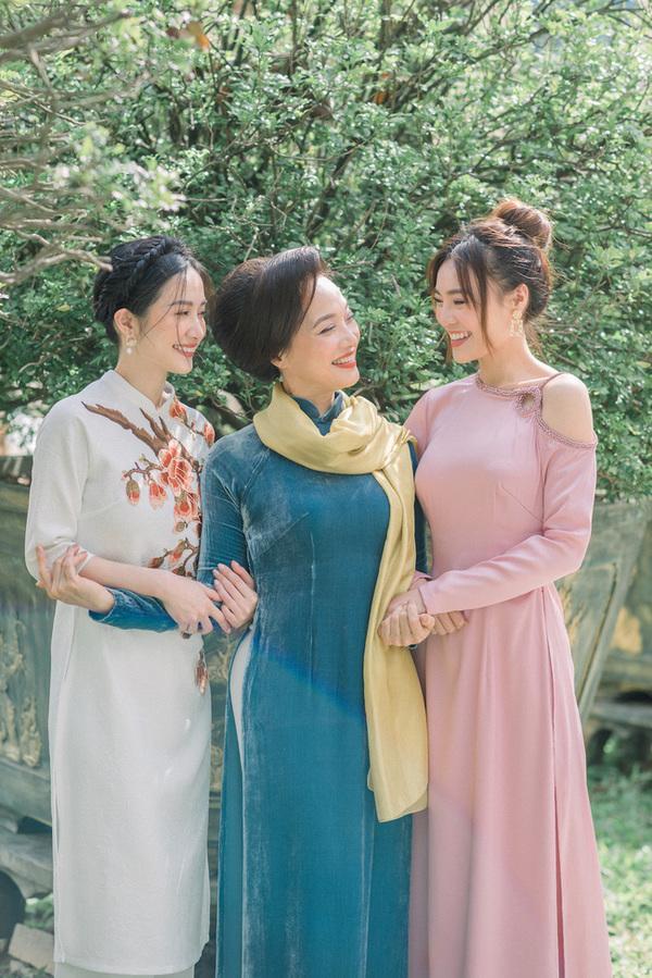 Học lỏm chị chị em em Vbiz chiêu diện áo dài ton-sur-ton-11