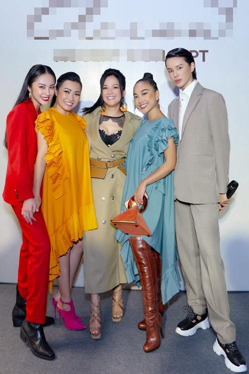 Diva Hồng Nhung lăng-xê mốt lộ nội y - HHen Niê cá tính với set đồ caro trendy-1