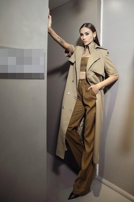 Diva Hồng Nhung lăng-xê mốt lộ nội y - HHen Niê cá tính với set đồ caro trendy-7