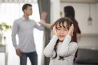Cãi nhau với chồng, nghe con gái nói câu này khiến tôi sững sờ
