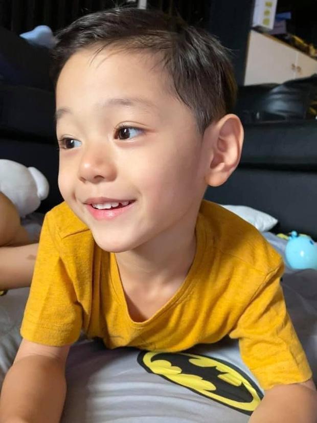 Loạt ảnh hành trình lớn khôn của con trai Trà My Idol khiến ai nhìn cũng tấm tắc: Đẹp trai cực phẩm từ bé-7