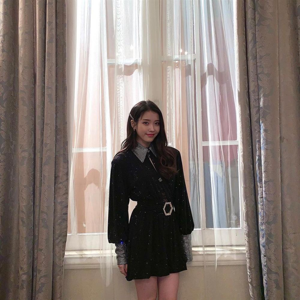 Style sao Hàn tuần qua: Park Min Young, BLACKPINK Lisa hack dáng đỉnh cao với quần suông-3