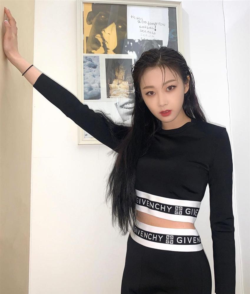 Style sao Hàn tuần qua: Park Min Young, BLACKPINK Lisa hack dáng đỉnh cao với quần suông-4