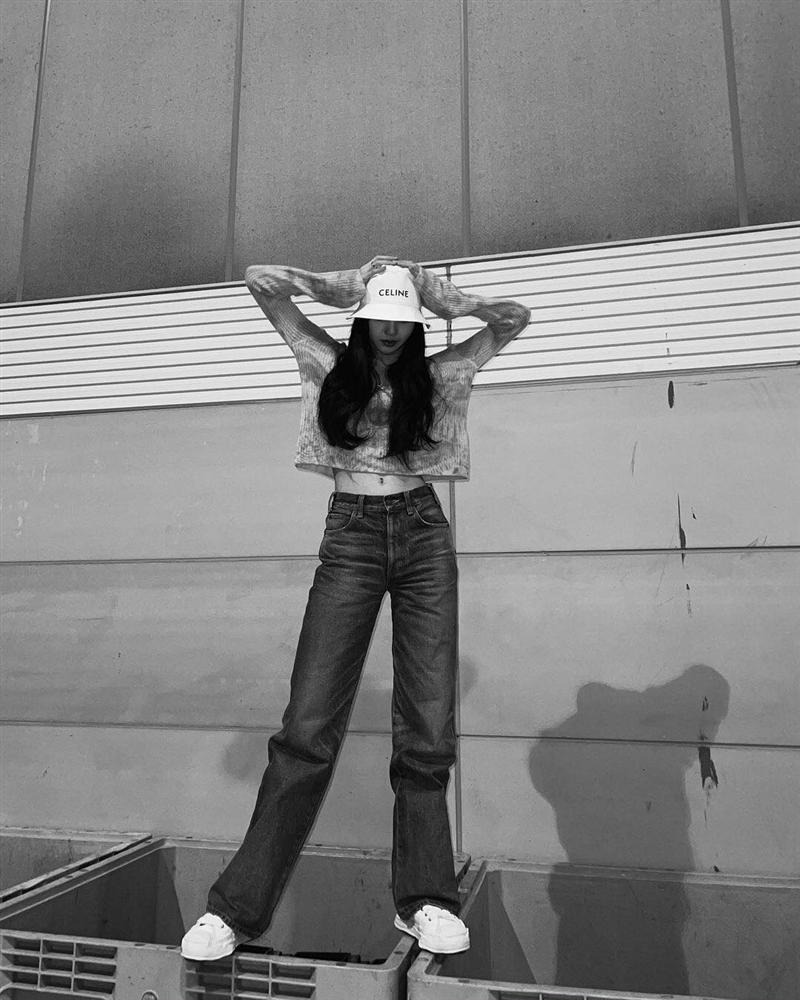 Style sao Hàn tuần qua: Park Min Young, BLACKPINK Lisa hack dáng đỉnh cao với quần suông-5