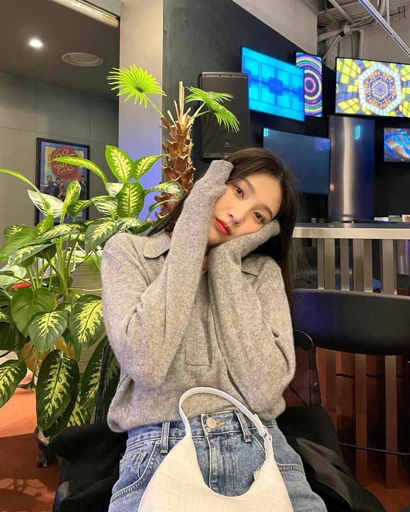 Style sao Hàn tuần qua: Park Min Young, BLACKPINK Lisa hack dáng đỉnh cao với quần suông-7