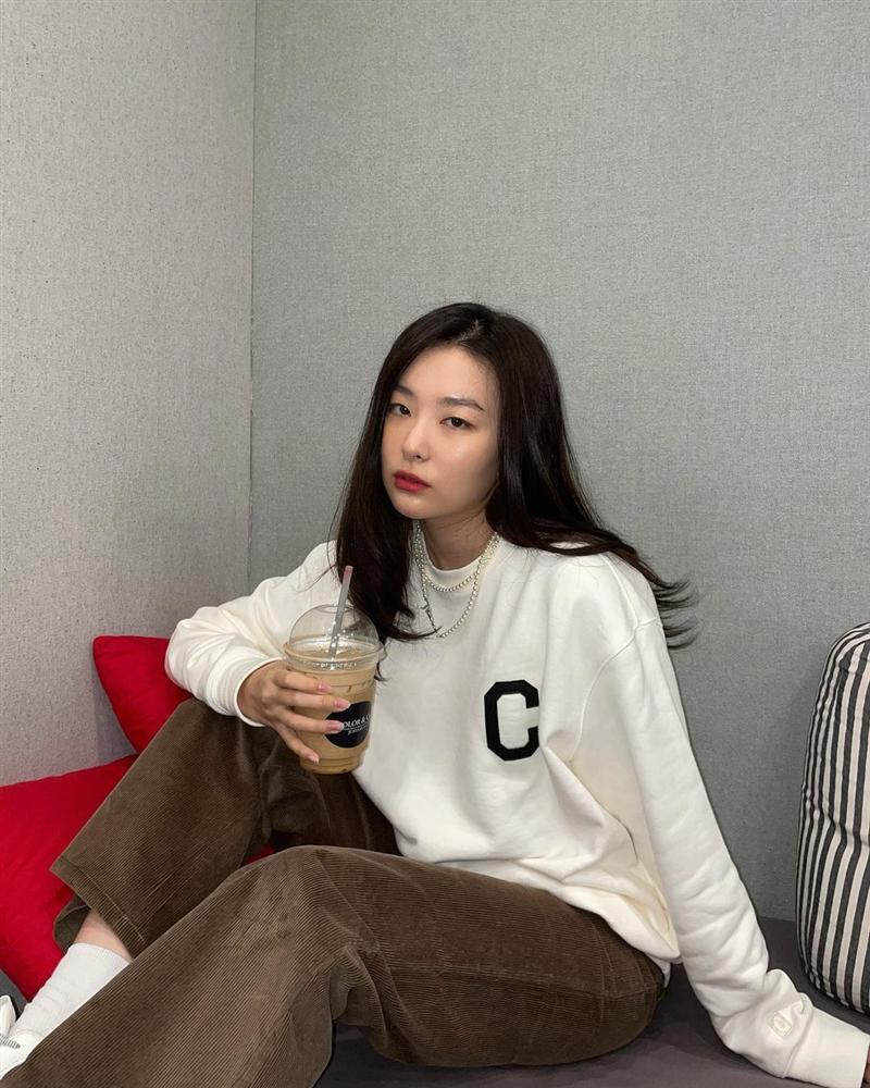 Style sao Hàn tuần qua: Park Min Young, BLACKPINK Lisa hack dáng đỉnh cao với quần suông-8